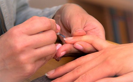 esmaltado de uñas tradicional